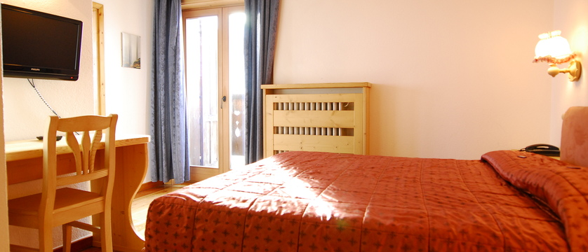 italy_livigno_hotel-la-montanina_bedroom.jpg